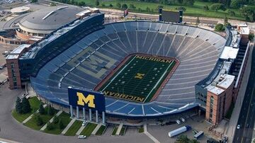 Minecraft Michigan Stadium- Home of the Michigan Wolverines Minecraft Map & Project
