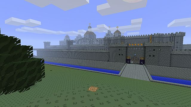 Here you can see the back of the palace from outside the city walls