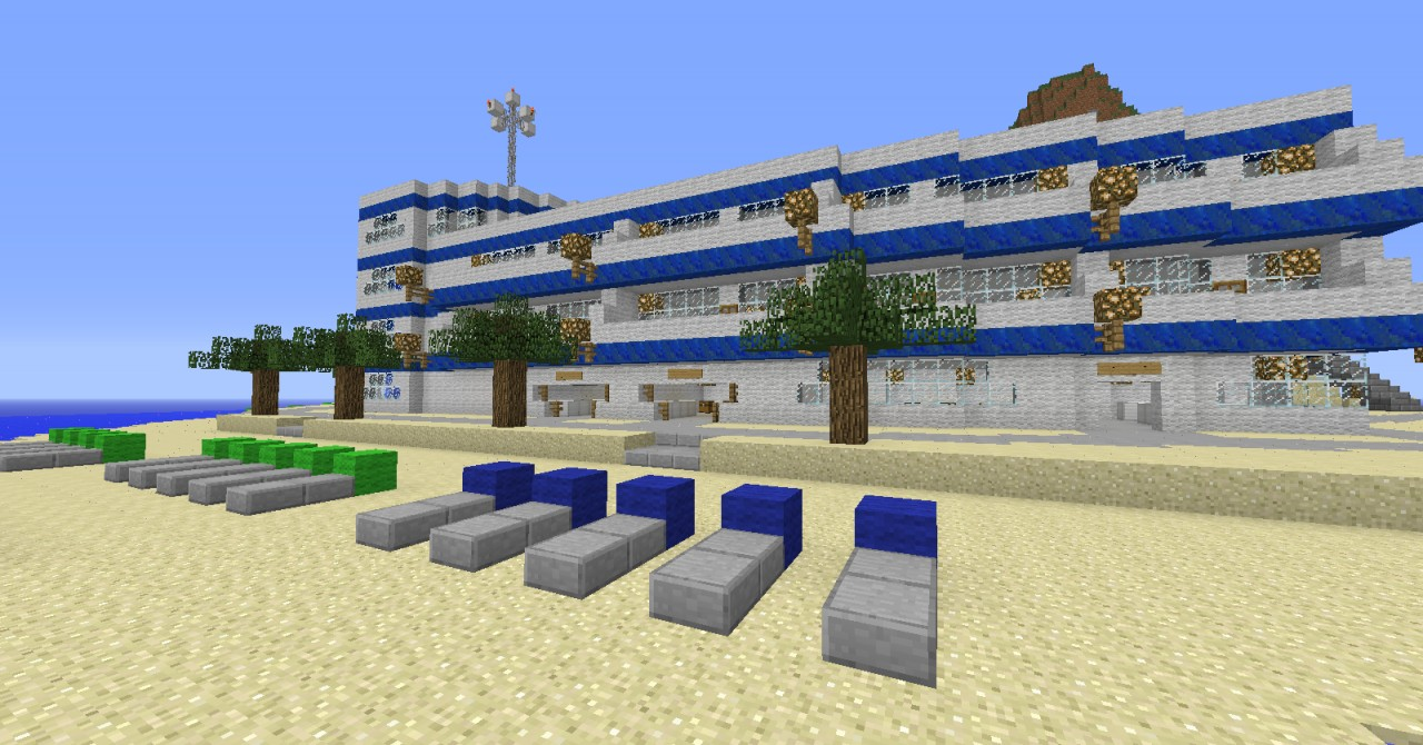 Hotelfront Beach with some shops
