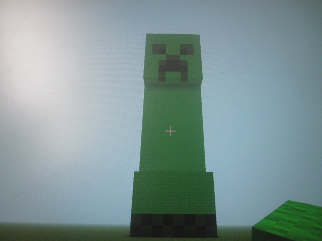 how to build a creeper statue in minecraft