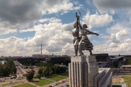 Worker and Kolhoz woman statue/ Moscow/Москва Minecraft Map & Project